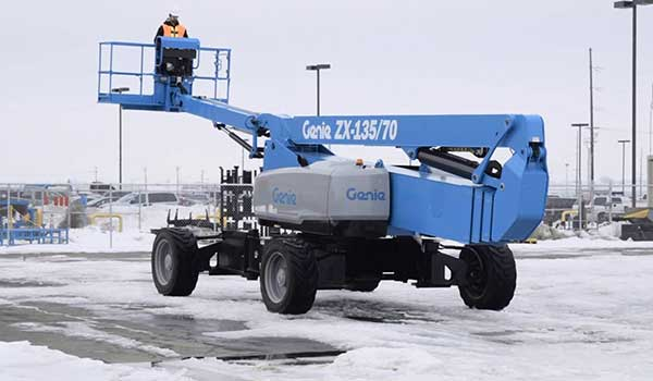 this articulated boom lift is being used to work outdoors in snow as boom lifts are ideal for working safely at height in poor weather conditions
